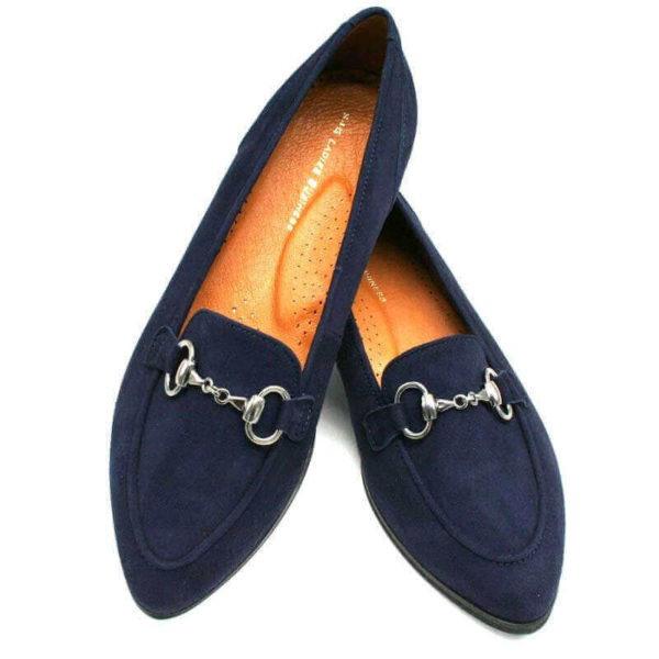 Foto zwei Loafer blau einer auf dem anderen abgestützt von oben_Modell 554