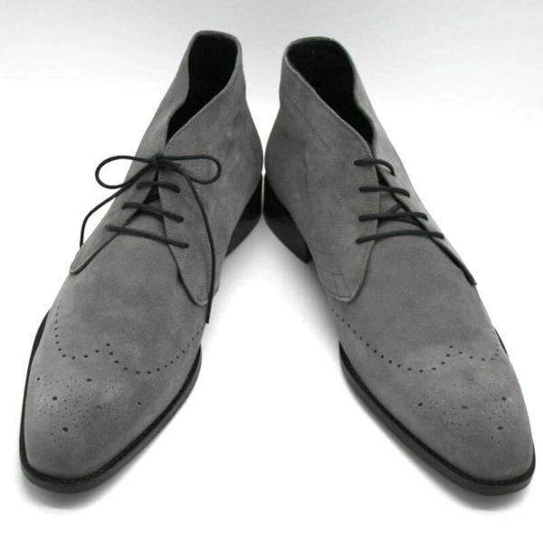 Foto graue Herrenstiefeletten, beide nach vorne zeigend_Modell 362