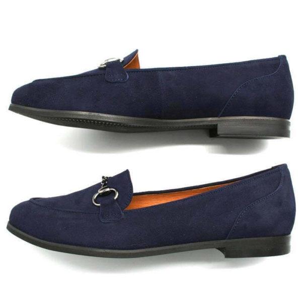 Foto zwei Loafer blau nach links zeigend - einer auf der Seite liegend, so dass die schwarze Laufsohle zu sehen ist_Modell 554