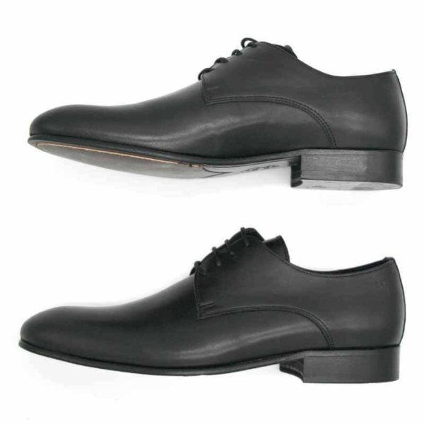 Foto von zwei Damen Schnürschuhen auf dunkelbraunem Schuhkarton. Modell: 404-Damen Schnürschuh-3
