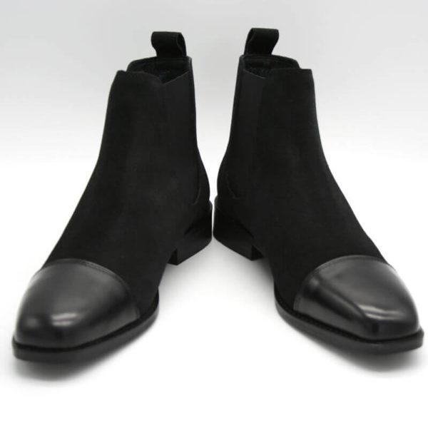 Foto von zwei schwarzen Chelsea Stiefeletten mit polierter Zehenkappe beide nach vorne weisend - 412 Chelsea Schwarz