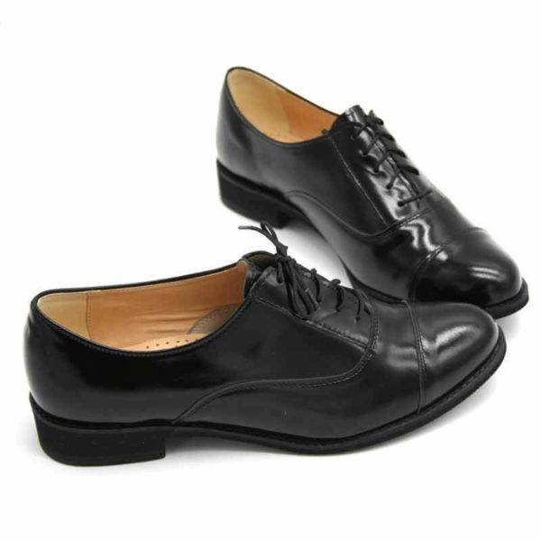 Foto von zwei schwarzen Oxford Schnürschuhen für Damen. Beide nach links zeigend, übereinander. Modell 512-Damen Oxford_5