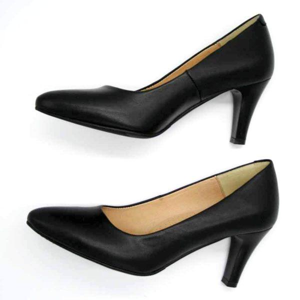 Foto Schwarze Lederpumps nach links zeigend, übereinander. Modell 513-Schwarze Lederpumps_4