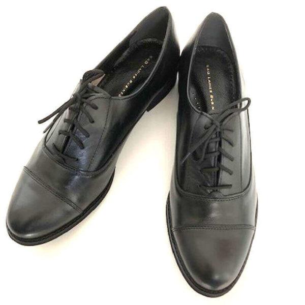Foto von zwei Schnürschuhen Modell Oxford Schuhe Damen in Schwarz - Ansicht von oben -Modell 517 Oxford Schuhe Damen