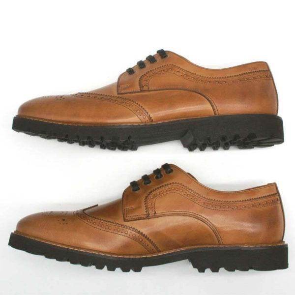 Budapester Cognac elegant, solide Herrenschuhe. Beide Schuhe übereinander. Seitenansicht. Modell 372