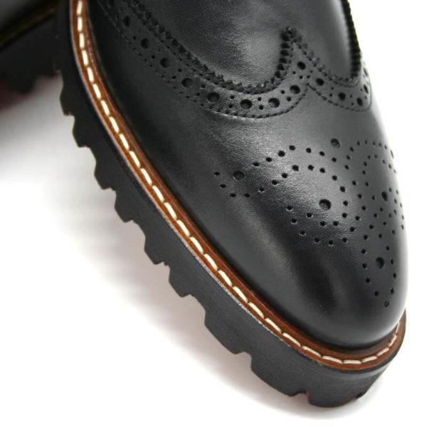 Foto von einem Herrenschuhe Budapester schwarz - Ausschnitt der Schuhspitze_Modell 380
