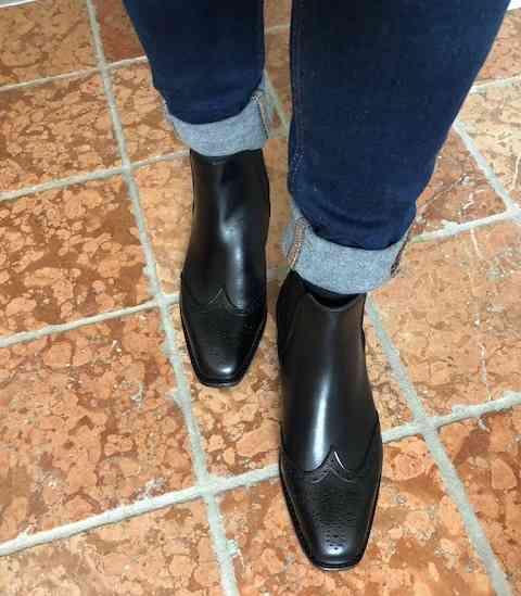 Foto Chelsea Budapester Stiefeletten schwarz schräg von der Seite_Modell 414