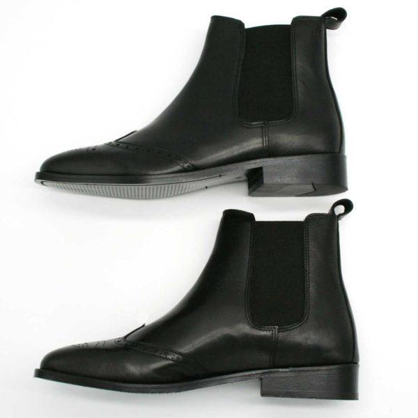 Foto Chelsea Budapester Stiefeletten schwarz von der Seite gezeigt_Modell 414