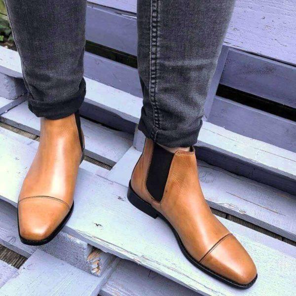 Foto Chelsea Karamell Damenstiefeltten auf blauem Holzuntergrund_Modell 425
