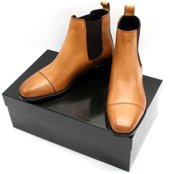 Foto Chelsea Karamell Damenstiefeltten auf schwarzem Schuhkarton_Modell 425
