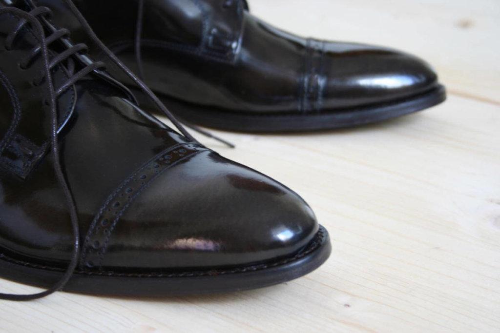 Foto Herrenschuhe Schuhspitzen Nahaufnahme