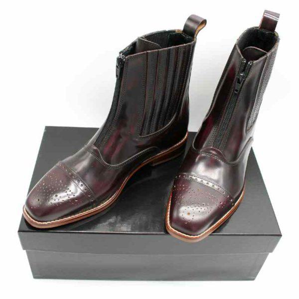 Foto Edle Stiefeletten auf schwarzem Schuhkarton_Modell 442