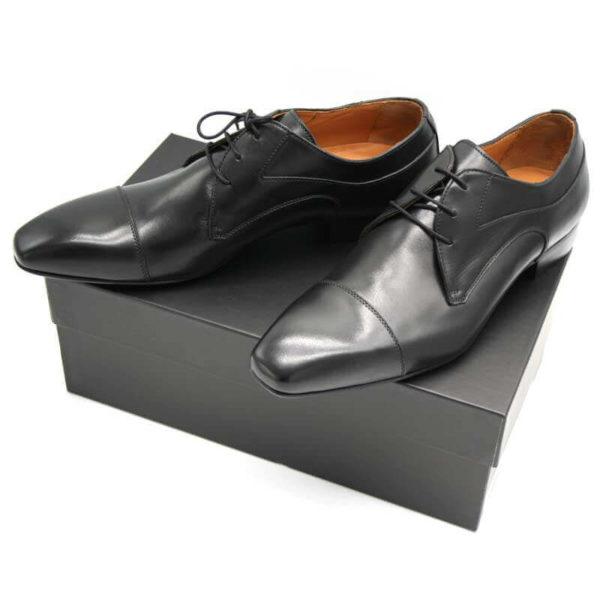 Foto Elegante Anzugschuhe schwarz auf schwarzem Schuhkarton_Modell 113
