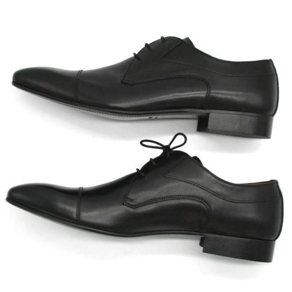 Foto Elegante Anzugschuhe schwarz beide auf der Seite liegend und nach links zeigend - Modell 113