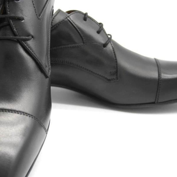 Foto Elegante Anzugschuhe schwarz - Nahaufnahme so dass die Verarbeitung wie Nähte gut sichtbar sind - Modell 113