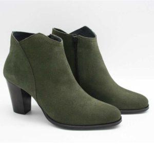 Foto grüne Stiefeletten nebeneinanderstehend von der Seite aufgenommen_Modell 770