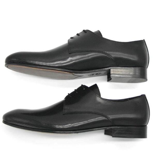Foto Herrenschuh perforiert, schwarz, 2 Schuhe von der Seite nach links weisend_Modell 381
