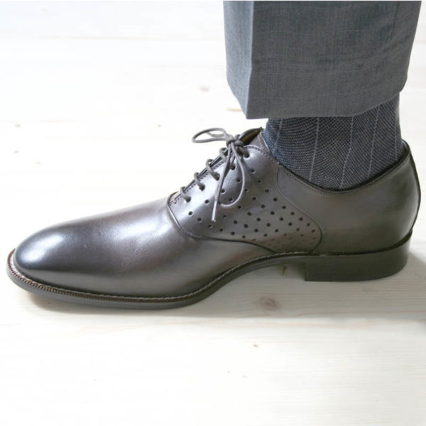 Men`s business shoes-Discreet fashionable-Oxford_with hole pattern_mocha brown_1 shoe to the left