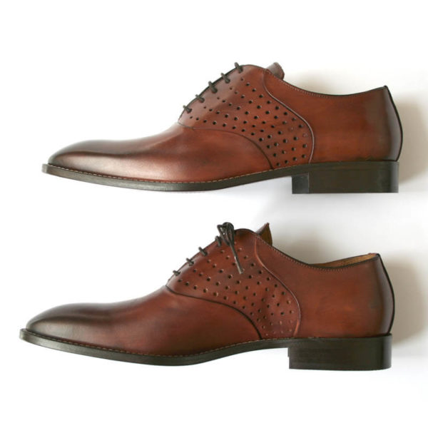 Photo-Men`s business shohes-Sporty elegant-_Oxford_in Cognac with hole pattern_2 shoes profile