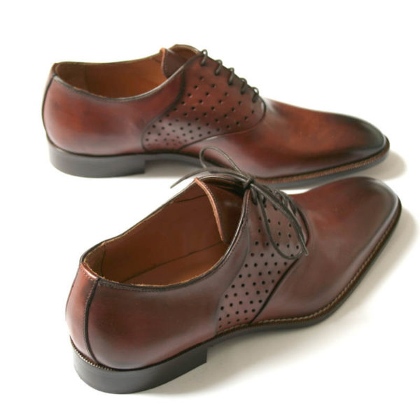 Photo-Men`s business shohes-Sporty elegant-_Oxford_in Cognac with hole pattern_2 shoes from above behind