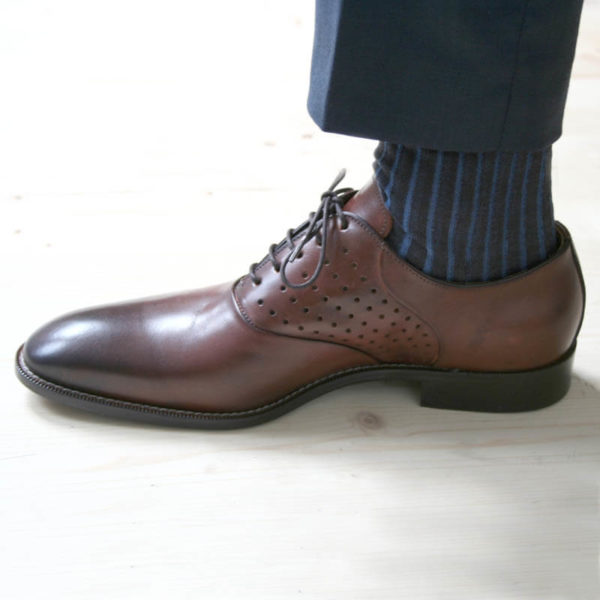 Photo-Men`s business shohes-Sporty elegant-_Oxford_in Cognac with hole pattern_1 shoe left