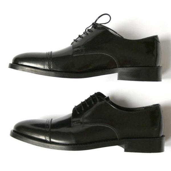 Klassischer Herrenschuh aus schwarzem, poliertem Leder Ansicht 3 seitlich