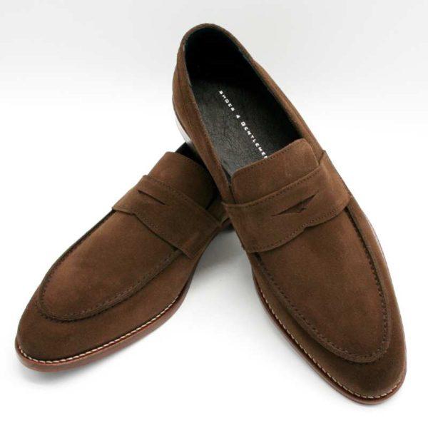 Foto zeigt Loafer braun einer auf den anderen gelehnt_Modell 332