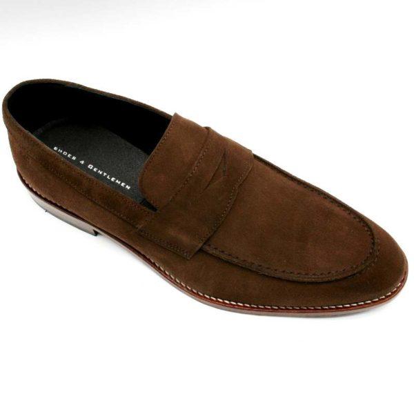 Foto zeigt Loafer braun - einen Schuh seitlich von schräg oben_Modell 332
