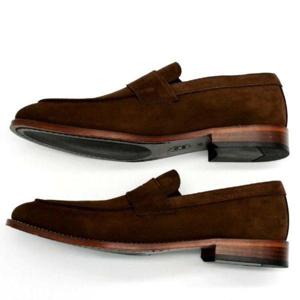 Foto zeigt Loafer braun von der Seite übereinander_Modell 332