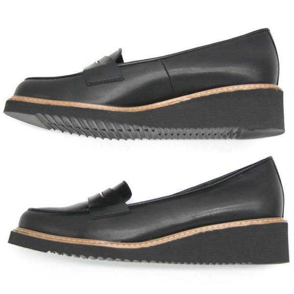 Foto 2 schwarze Loafer mit Keilabsatz, die auf der Seite liegen und nach links zeigen. Modell 514