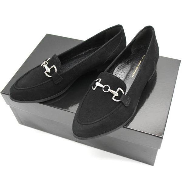 Foto Loafer schwarz auf schwarzem Schuhkarton Modell 516