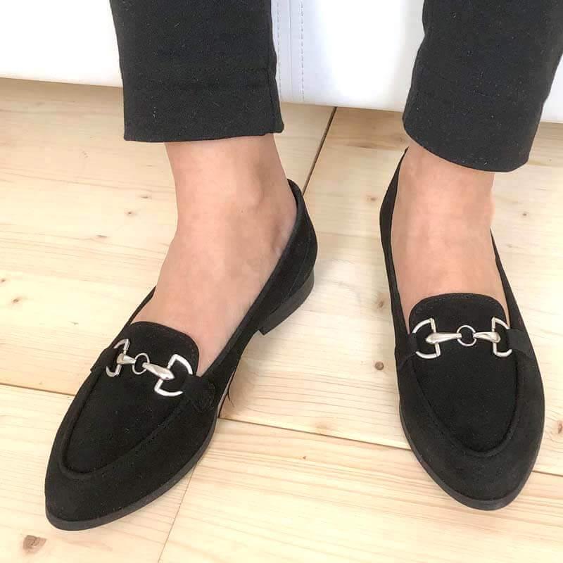 Foto 2 Loafer schwarz angezogen, nach vorne weisend. Modell 516
