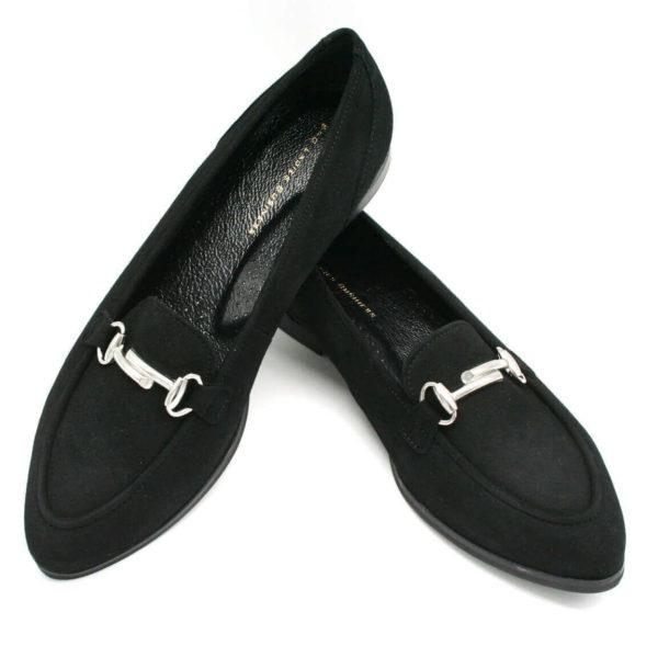 Foto 2 Loafer schwarz nach vorne zeigend. Der eine auf den anderen gestützt. Metalldekoration neu. Modell 516