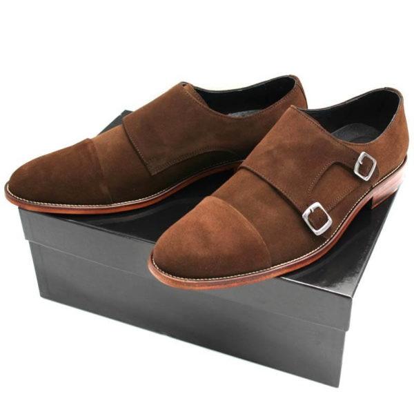Foto von 2 Monk braun Herrenschuhe auf schwarzem Schuhkarton_Modell 330