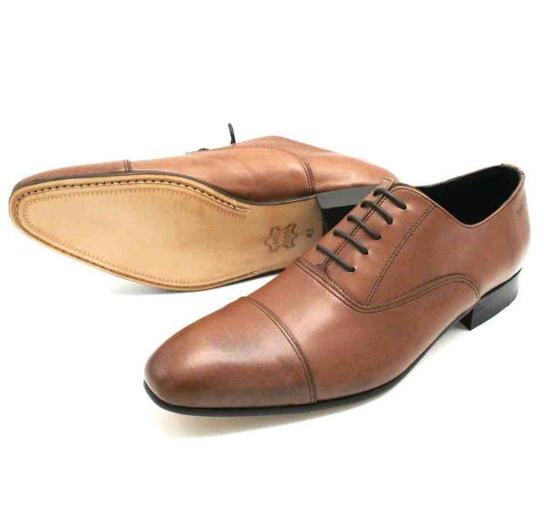 Foto Oxford braun zwei Herrenschuhe einer stehend, einer auf der Seite liegend, so dass die Ledersohle zu sehen ist_Modell 336