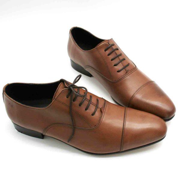 Foto Oxford braun zwei Herrenschuhe mit den Schuhspitzen zusammen_Modell 336