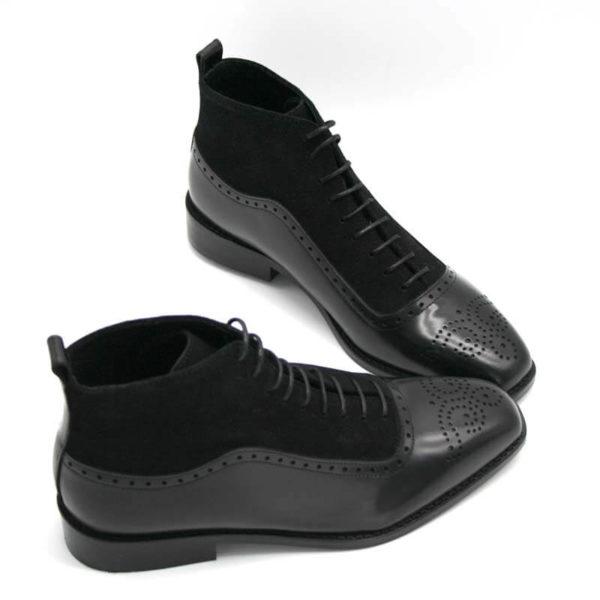 Foto von Schnürstiefelette schwarz links und rechts nach rechts zeigend mit den Schuhspitzen zusammen_Modell 413