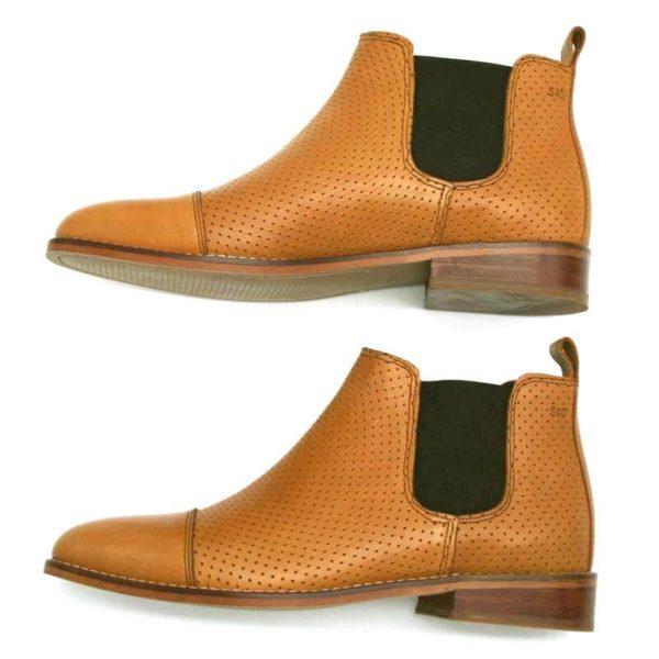 Foto von Sommer Chelsea hellbraun perforiert beide Schuhe nach links zeigend von der Seite_Modell 424