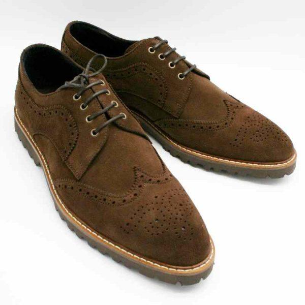 Foto von zwei Wildleder Budapester Schuhen auf schwarzem Schuhkarton_Modell 333
